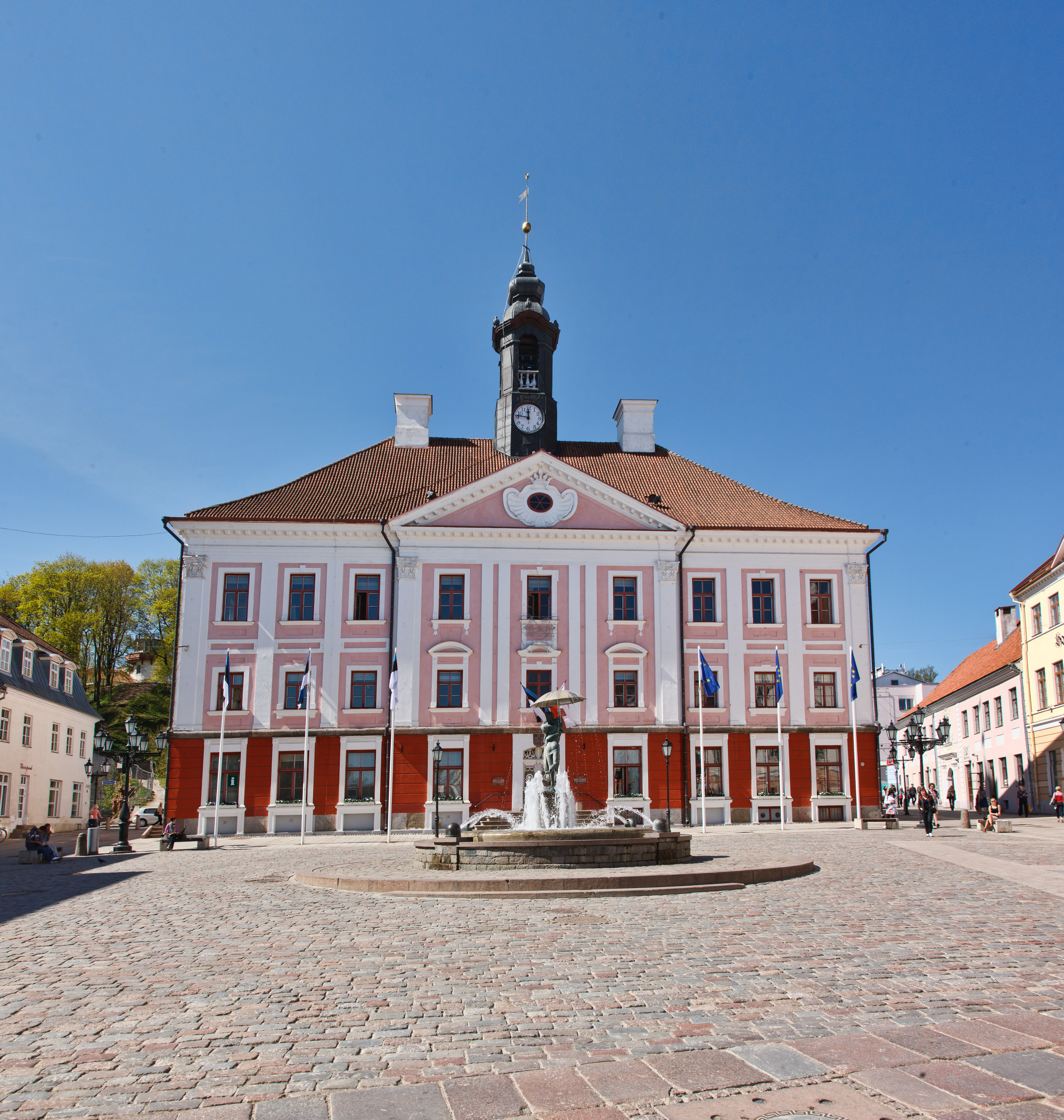 Town square. Photo by Andres Tennus